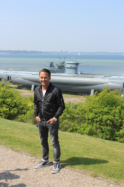 Moderator Dennis Wilms in Laboe. Foto: A. Hub